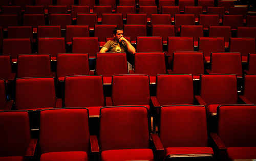قهر بیشتر مردم با سینما / تلاش برای جبران کاهش مخاطب با افزایش قیمت بلیت سینما؟