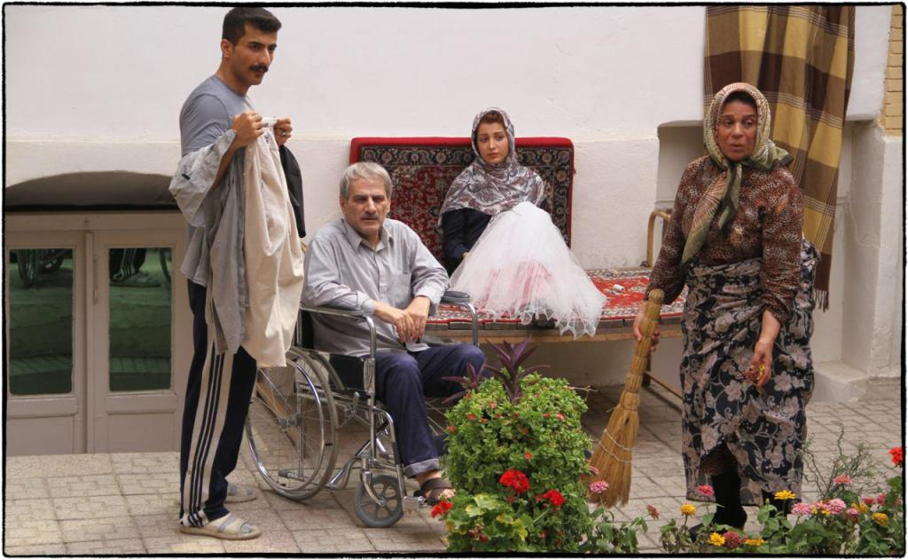 اخبار سینمای ایران  باید جور تلخی روز اول را بکشد ایتالیا ایتالیا  وقتی فیلم متوسط   از کشتن پدری آلزایمری تا عشق در یک نگاه آغاز نا امید کننده جشنواره فیلم فجر