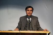 نه تلاش ظریف برای انتخاباتی کردن مسائل منافع ملی میتواند به ثمر برسد و نه عجز و لابههای مشاوران و وابستگان وزارت خارجه مفید واقع خواهد شد.