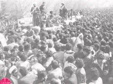 روز 12 بهمن 1357، امامخمینی پس از 14 سال دوری از وطن، در میان استقبال پر شور و میلیونی مردم به کشور بازگشتند. استقبال به حدی بود که حیرت جهانی را برانگیخت؛ علاوه بر این، سفارت آمریکا نیز طی گزارشهایی محرمانه، مراسم استقبال از امام خمینی را پوشش داد.