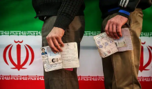 اصلاحطلبان گرچه سعی میکنند فاصلهگذاری صوری با دولت را دنبال کنند اما در عین حال از دولت روحانی تعریف و تمجید کرده و حتی از کاندیداتوری برخی چهرههای دولتی مانند ظریف و جهانگیری نیز حمایت میکنند.