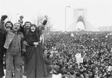 به کوری چشم همه آن اجنبیهایی که چشم دیدن استقلال و عزت ما را ندارند، انقلاب اسلامی چهل و دو ساله شد. انقلابی که تحقق بخش آرمان ملتی بود که سالها به امید «استقلال» از بیگانه، زیستند و حتی در حسرت رهایی، از از دنیا رفتند.