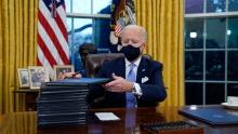 روز سهشنبه پایگاه خبری «پولیتیکو» گزارش داده بود مقامهای آمریکایی به ایران اطلاع دادهاند که «جو بایدن» حاضر به رفع تمامی تحریمهای اعمالشده توسط «دونالد ترامپ» علیه ایران نیست زیرا معتقد است که بسیاری از این تحریمها مبنای قانونی دارند.