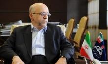 مدیرعامل شرکت ملی نفت ایران بدهی معوق این شرکت بابت وامهای دریافتی و بهرهدهی آنها را حدود ٥٢ میلیارد دلار به بانکها و حدود ٤ میلیارد دلار بدهی جاری ارزی و ریالی به پیمانکاران اعلام کرد.
