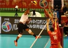 تیم ملی والیبال ایران با پیروزی 3 بر 2 مقابل ونزوئلا با یک بازی بیشتر نسبت به لهستان و فرانسه در صدر جدول قرار گرفت.