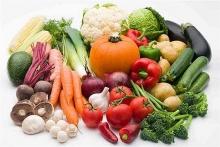 مصرف روزانه سبزیجات ضامن سلامتی شخص می باشد. مصرف سبزیجات از بروز بیماری های مزمن مانند بیماری های قلبی، دیابت، سرطان و چاقی پیشگیری می نماید. مقدار سبزیجات مورد نیاز بدن با توجه به هرم راهنمایی غذایی به طور کلی روزانه 200 گرم می باشد که این مقدار برای سالمندان بالای هفتاد سال و نوجوانان و کودکان کمتر است.