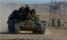نیروهای سوری ضمن دفع حملات داعش به هنگ 137 در دیرالزور موفق شدند بیش از 130 عنصر تروریستی را از پای درآورند.