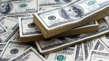 در بازار آزاد تهران، قیمت هر یورو با ۴۰ تومان افزایش به ۶۱۰۴ تومان رسید و دلار با عبور از مرز ۴۸۰۰ تومانی به ۴۸۱۲ تومان رسید.