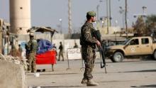 در درگیری نیروهای امنیتی افغانستان با طالبان در ولایت هلمند، ۱۶ پلیس جان خود را از دست دادند.