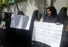 جمعی از بازماندگان جانباختگان حادثه سقوط هواپیمای مسیر تهران- یاسوج امروز مقابل سازمان مدیریت بحران تجمع کرده و نسبت به عدم تحویل اجساد حادثه دیدگان اعتراض کردند.