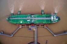 هند در دسامبر بیش از ۳۰۰ هزار بشکه در روز نفت از ایران وارد کرد که تقریبا حدود میزان خرید محدود شده تحت معافیت آمریکا بود.