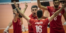 تیم والیبال صربستان در دیدار مقابل برزیل به پیروزی رسید تا ایران در صدر لیگ ملتهای والیبال 2019 باقی بماند.