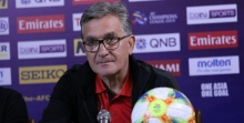مسئولان باشگاه پرسپولیس چهار راه برای سرمربی تیمشان انتخاب کردند تا او بتواند مطالباتش را از این باشگاه بگیرد.