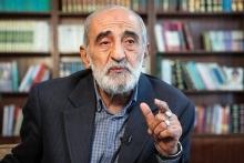 آمریکا و اروپا با صراحت اعلام میکنند که منظورشان از مذاکره، حل و فصل مسائل فیمابین نیست بلکه نتیجهای که از مذاکره در نظر گرفته و بر آن اصرار دارند را پیشاپیش اعلام کردهاند. چرا آقای روحانی دیکتهنویسی ایران برای آمریکا را مذاکره معرفی میکند؟