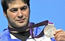 با اعلام کمیته بین المللی المپیک و با مثبت شدن تست دوپینگ وزنه بردار اوکراینی، نواب نصیرشلال صاحب مدال طلا شد.