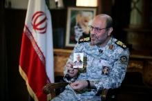سردار دهقان  گفت ایران هرگز به دنبال جنگ نبوده، اما با هدف قرار دادن مقرهای نظامی آمریکا، به ترور سردار سلیمانی پاسخ میدهد.