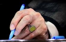 دفتر رهبر معظم انقلاب حضرت آیت الله العظمی امام خامنهای به نامه دانش آموزان بسیجی اشکذر با عنوان «لبیک یا امام» پاسخ دادند.