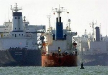 حرکت پنج فروند نفتکش ایرانی به مقصد ونزوئلا بدلیل مخالفتها و تهدید مستقیم آمریکا، موضوع همکاریهای اقتصادی و تجاری تهران و کاراکاس را در زمره مهمترین اخبار رسانههای بینالمللی قرار داد.
