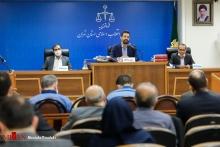 قاضی مسعودی مقام در تذکری گفت: در ابتدا به متهمان به ویژه مرجان شیخ الاسلامی و علی اشرف ریاحی تذکر میدهم که از این اقدامات تهدید آمیز شما نسبت به قضات محکمه و مزاحمتهای تلفنی به شعبه که از خارج از کشور و داخل کشور انجام میگیرد، خودداری کنند.
