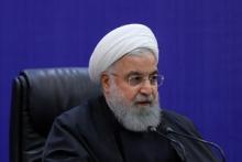 روحانی با تاکید بر اعلام آمار در برخورد با افراد متخلف در ادارات گفت: باید افراد مبتلا را شناسایی و از جامعه جدا کنیم. کشورهایی هستند که با سیستم مانیتورینگ افراد مبتلا را رهگیری میکنند اما ما این سیستم را نداریم و باید با موبایل این کار را انجام دهیم.