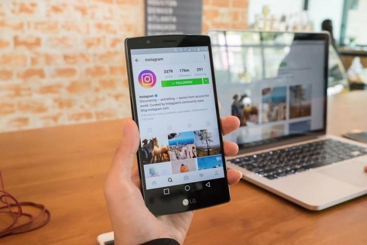 تبلیغات اینستاگرام جزو اصلیترین موارد در استراتژی بازاریابی دیجیتال به شمار میآید. دلیل این موضوع این است که این پلتفرم و شبکه اجتماعی یکی از بزرگترین شبکههای اجتماعی جهان است و پلتفرم بزرگی به نام فیسبوک پشت آن است.