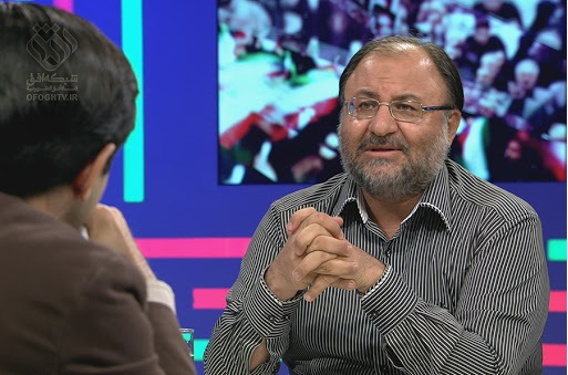 بزرگ شما که اقای هاشمی بود در قضیه ازادی جاسوسان غربی در لبنان میگوید شکست خوردیم و جورج بوش وقتی به خواسته هایش رسید جواب تلفن ما را هم نداد. حالا شما که شاگرد اقای هاشمی هستید میگویید رفتیم از 5+1 امتیاز گرفتیم ؟