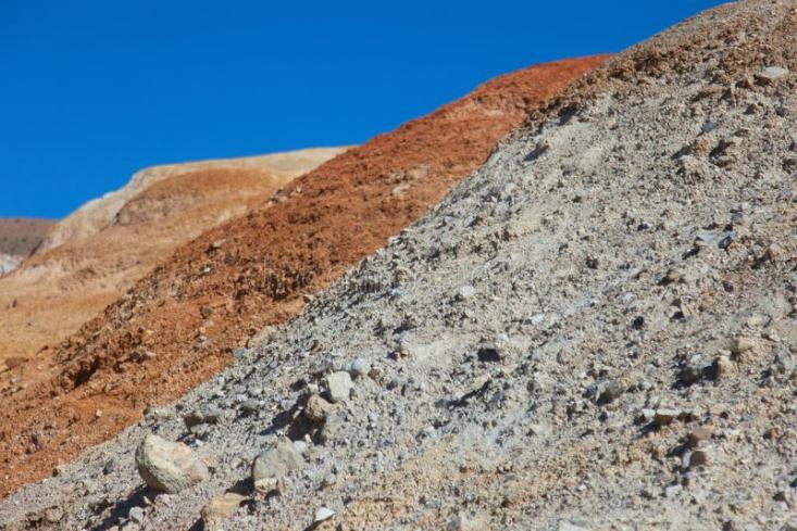 پودر سنگ یا خاک سنگ همان طور که از اسم آن پیداست از پودر شدن و میکرونیزه شدن انواع سنگ های معدنی موجود در طبیعت به دست می آید.