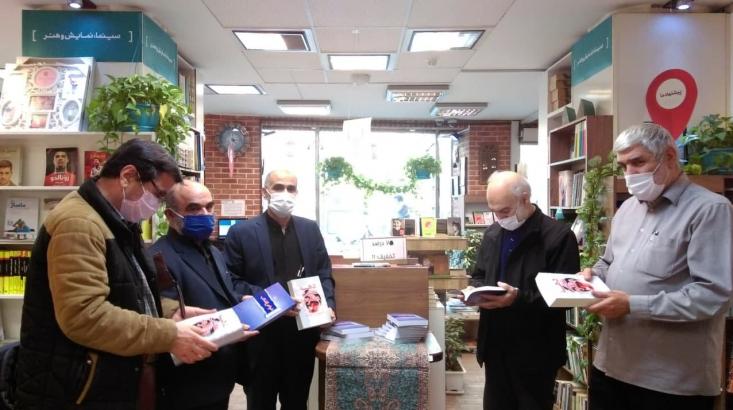 مراسم رونمایی کتابهای «خواص انقلاب در لحظههای حساس (جلد ۱و۲)» و «دهه شصت مظلوم» در ترنجستان سروش برگزار شد.