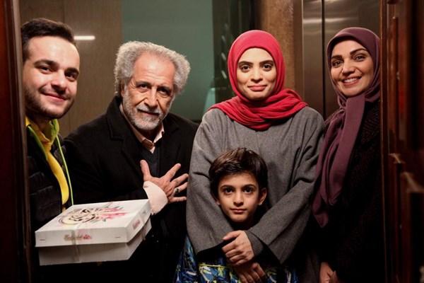 مجموعه تلویزیونی «چوب خط» به کارگردانی حمید بهرامیان و تهیه کنندگی منصور سهراب پور با موضوعی خانوادگی اجتماعی از امشب از شبکه سه سیما پخش می شود.