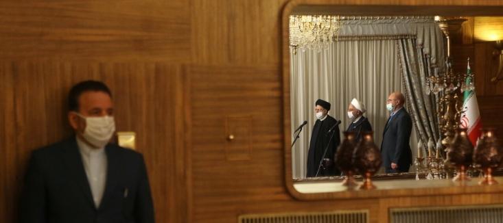 آقای رئیس دفتر روحانی برای مجلس خط و نشان میکشد، به اقدامات قوه قضائیه حمله میکند و در خصوص مباحث کلان کشورداری هر روز مصاحبه میکند و یادداشت مینویسد. البته اصلاح طلبان او را کاندبد ریاست جمهوری پیش رو هم میدانند.