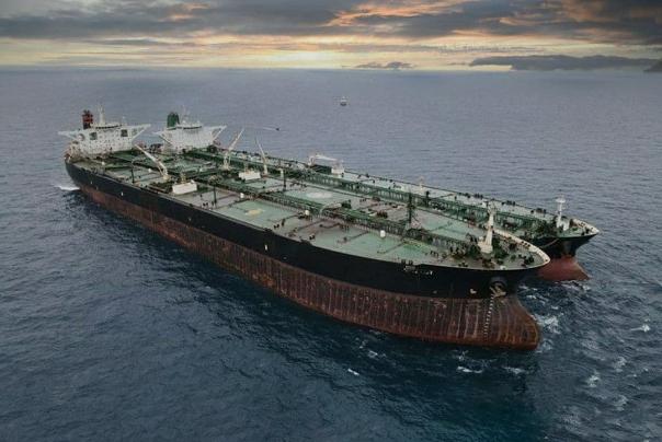 میزان صادرات بنزین در سال گذشته نسبت به سال 98 از لحاظ ارزش 4.6 برابر و از لحاظ حجم 7.2 برابر شده است.