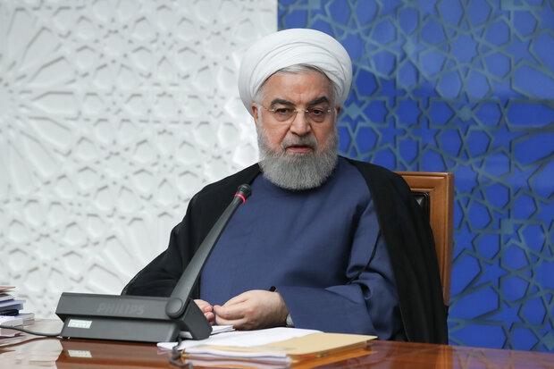 با وجود گذشت یک ماه از عید نوروز، درحالی که هنوز صفهای خرید مرغ به طور کامل جمع نشده است، حسن روحانی مدعی شده است که دولت اجازه نداده است تا قحطی کالا در کشور رخ بدهد!