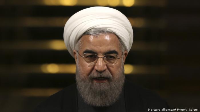 روحانی که دولتش رکورد همه تورمها را شکسته، در سالهای ۱۳۸۴ تا ۱۳۹۲ که کشور با نرخهای تورمی کمتری مواجه بود، مواضع بسیار تند و انتقادی نسبت به دولت وقت بابت افزایش تورم اتخاذ میکرد که اکنون بازخوانی آنها قابل تأمل است.