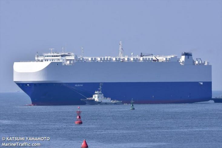در ساعات ابتدایی جمعه خبری مبنی بر انفجار یک کشتی در دریای عمان منتشر شد که حاوی جزئیات مشخصی نبود. در خبر اولیه تنها گفته شده بود این کشتی «مخصوص حمل خودرو» بوده ولی به بار موجود در آن اشارهای نشده بود.
