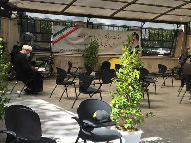 حجتالاسلام حمید رسایی ، برای کاندیداتوری در انتخابات میاندورهای از حوزه انتخابیه تهران ثبت نام کرد.