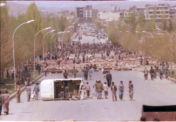 هدف دشمنان انقلاب اسلامی از به راه انداختن بحران کردستان این بود که جمهوری اسلامی ایران را با درگیر کردن در یک جنگ داخلی، از درون متلاشی کند. از همین رو بیراه نیست اگر بگوییم که سرنوشت انقلاب اسلامی ایران، بودن یا نبودنش، به کردستان گره خورده بود.