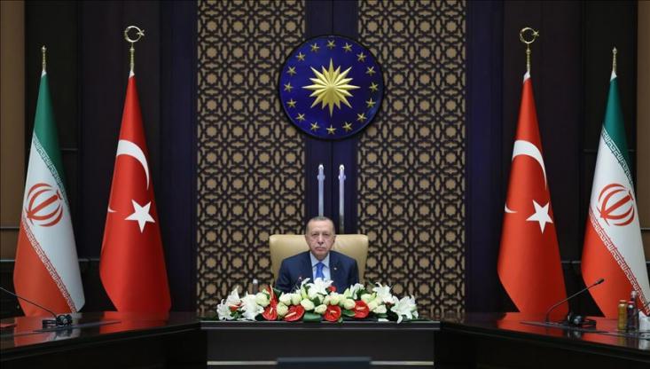 وزارت خارجه ایران اعلام کرد، در تماس  تلفنی وزیر امور خارجه ترکیه با محمد جواد ظریف، طرف ترکیه ای بر روابط نزدیک و دوستانه میان ایران و ترکیه و سیاست قطعی حسن همجواری آنکارا تاکید کرد.
