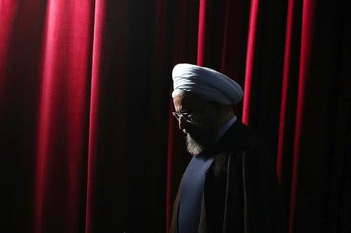 روحانی کسی بود که در دولت اصلاحات مذاکرات هستهای را بر عهده داشت و در نهایت آن را به عنوان پروندهای شکست خورده که منجر به صدور هفت قطعنامه علیه ایران شد، به دولت بعدی واگذار کرد.