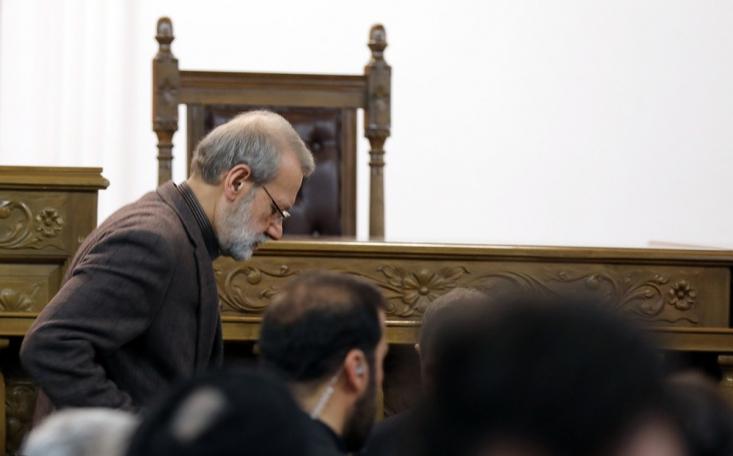 حمایت برخی مراکز خاص از لاریجانی در کنار رای منفی قابل توجه وی در نظرسنجیهای انتخاباتی گویای آن است که افکار عمومی رئیس سابق مجلس را از شرکای اصلی دولت روحانی قلمداد میکند.