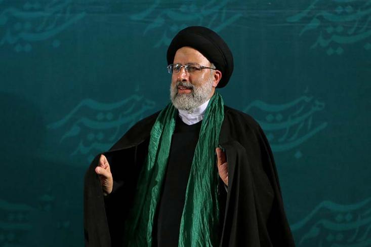 آیتالله رئیسی، ساعتی قبل از ورود به ستاد انتخابات کشور، بیانیه اعلام حضور خود را منتشر کرد.