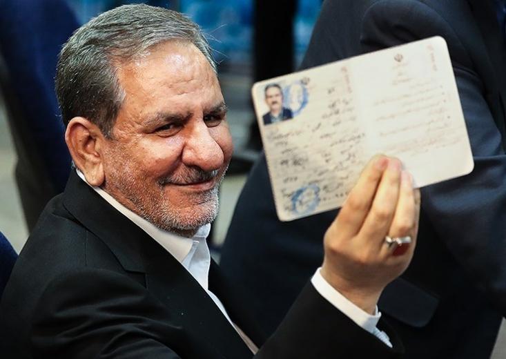 نامزدهای جریان اصلاحات و کارگزاران از جمله لاریجانی و جهانگیری تمام تلاش خود را میکنند تا با حسن روحانی فاصله گذاری کنند!