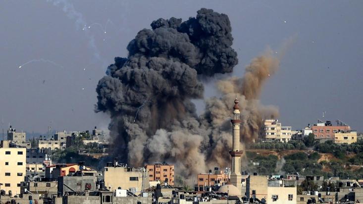 اکنون ده روز است که مردم بیدفاع غزه زیر حملات شدید رژیم صهیونیستی قرار دارند. طبق آخرین آمار اعلامی از سوی وزارت بهداشت فلسطین، تعداد شهدای بمبارانهای اسرائیل به ۲۲۲  نفر رسیده است.