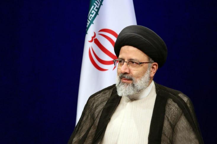 سید ابراهیم رئیسی کاندیدای انتخابات ریاست جمهوری در جمع فعالان اقتصادی در اتاق بازرگانی ایران با اشاره به تصمیمات اقتصادی دولت روحانی گفت: یک روز ارزپاشی و یک روز گفتنِ «خزانه خالی است»، هر دو اشتباه است.