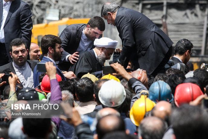 روحانی کاری بیش از نامه نوشتن و انداختن توپ به نهادهای دیگر میتواند انجام دهد. دولت به جای سامان دادن مسائل اقتصادی و معیشتی سعی دارد تا با فضاسازیهای سیاسی و رسانهای سهم بالای خود را در ناامیدی بخشی از مردم به انتخابات کتمان کند.