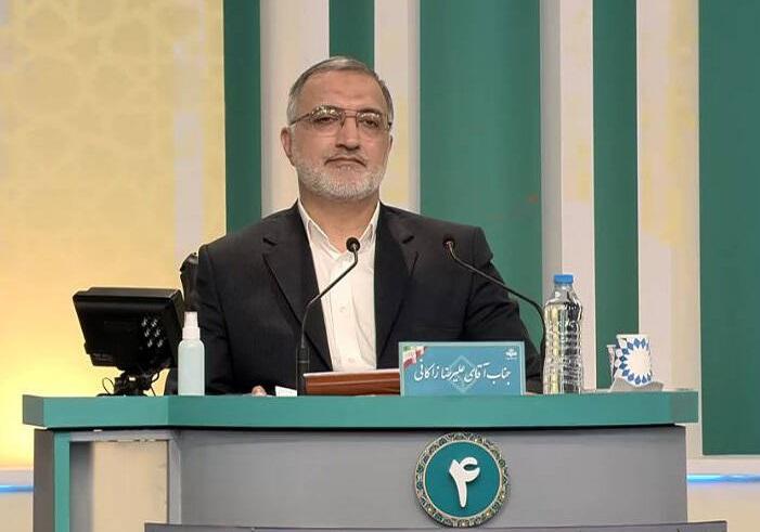 زاکانی گفت: اینجا آقای همتی باید پاسخگو باشد که چرا با این اختلال کشور اداره میشود؟ اگر اقتصاددانی  اینی است که همتی میگوید، همه ملت ایران از این اقتصاددانی تبری میجویند.