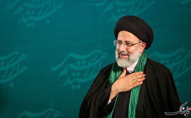 سیدابراهیم رئیسی پیش از ورود به محل مناظرات، در جمع خبرنگاران حاضر شد و گفت: پاسخ تهمتها را مردم عزیزمان بسیار خوب دادند و بعد از این هم خواهند داد.