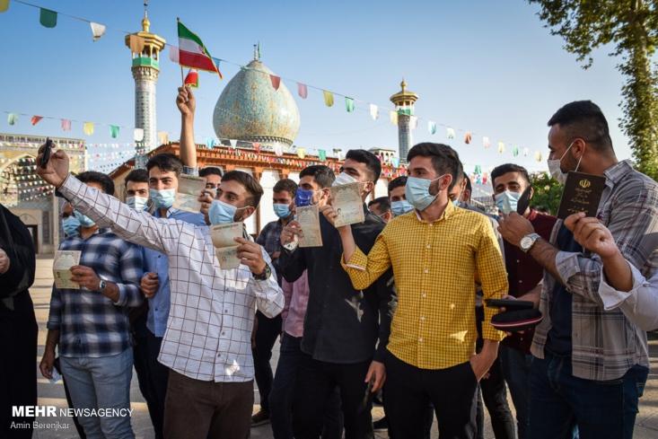 مردم ایران با حضور پرشور در پای صندوقهای رای «نه» بزرگی به تحریم انتخابات گفته و حمایت خود از نظام اسلامی را اعلام کردند.
