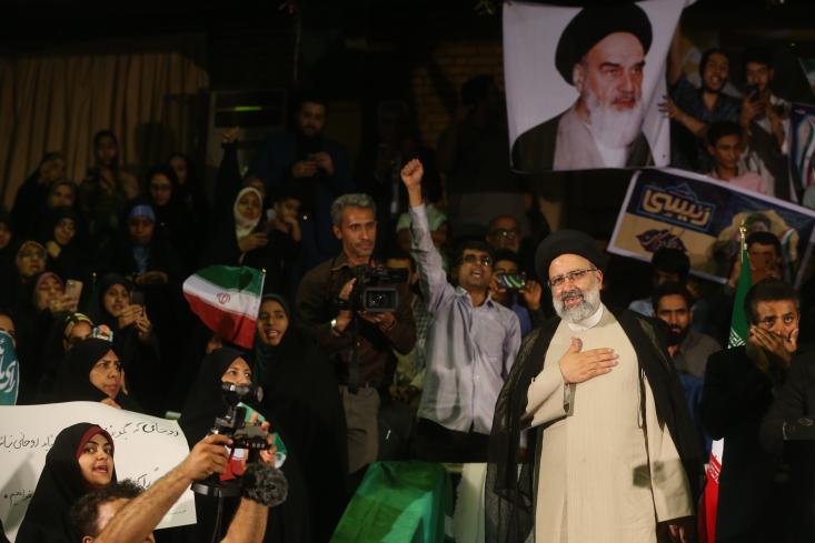 سیدابراهیم رئیسی در همه نظرسنجیهای پیش از انتخابات به عنوان سیاستمداری که در بین مردم بالاترین محبوبیت را دارد توسط مردم معرفی میشد. او در آخرین نظرسنجی 75درصد محبوبیت مردم در بین سیاستمداران ایرانی را کسب کرده بود.