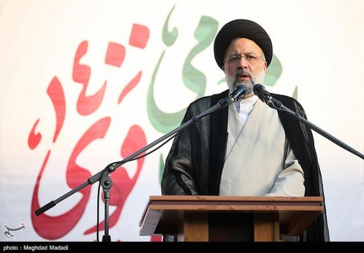 سیدابراهیم رئیسی پس از پیروزی در انتخابات ریاست جمهوری، با صدور بیانیهای ضمن تشکر از حضور مردم پای صندوقهای رای، اعلام کرد که دولتی پرکار، انقلابی و ضدفساد تشکیل خواهد داد.