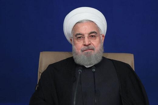 حسن روحانی در جلسه امروز هیات دولت با اشاره به نقدهای صورت گرفته درباره نحوه مدیریت دولت در برگزاری انتخابات، گفته است که منتقدان این موضوع را بیجهت بزرگ کردهاند و صرفا چند نفر به مدت یک ربع در صف معطل ماندهاند!